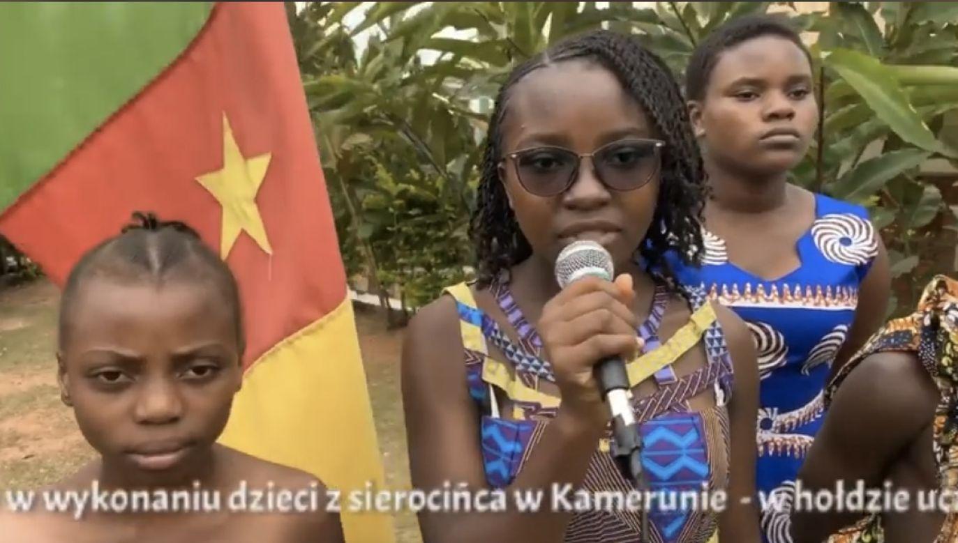 Dzieci zaśpiewały po polsku najbardziej znane pieśni legionów (fot. FB/Dariusz Godawa Misja-Kamerun)