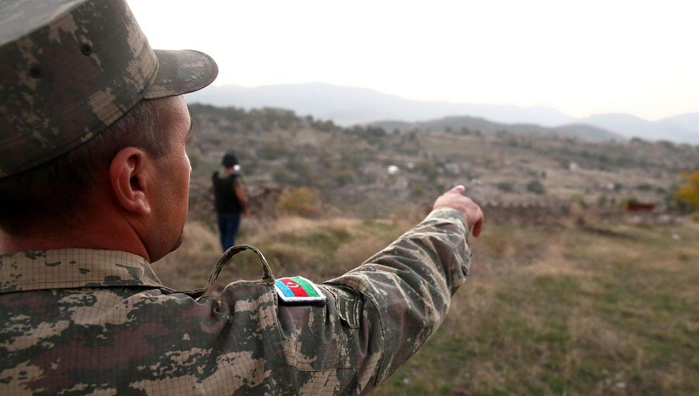 MSZ Azerbejdżanu oskarżyło siły armeńskie o zbombardowanie miasta Terter i okolicznych wiosek, a także pozycje armii azerbejdżańskiej (fot.  Valery Sharifulin\TASS via Getty Images)