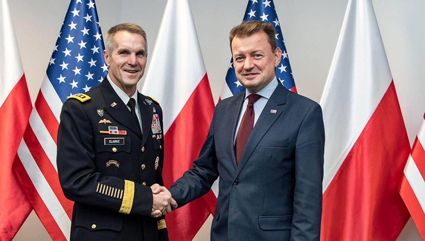 Mariusz Błaszczak spotkał się z dowódcą operacji specjalnych USA gen. Richardem D. Clarkem (fot. MON)