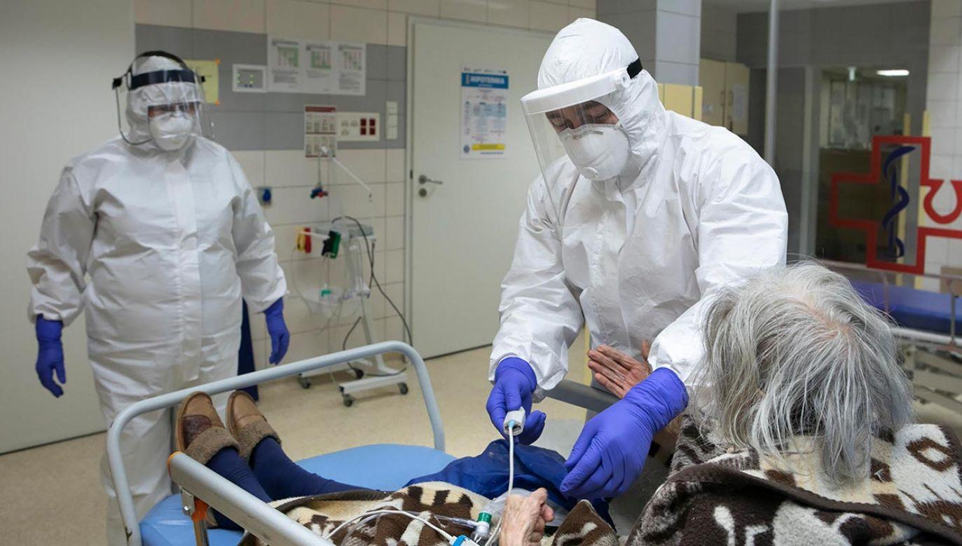 Eksperci zaznaczają, aby zabrać ze sobą zażywane stale leki (fot. PAP/Jacek Szydłowski)