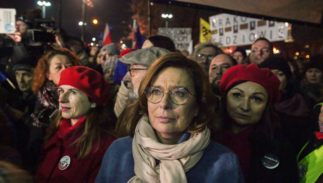 Partiom opozycyjnym opłaca się podtrzymywanie nastroju społeczno-politycznego stanu wyjątkowego (fot. arch.PAP/Mateusz Marek)