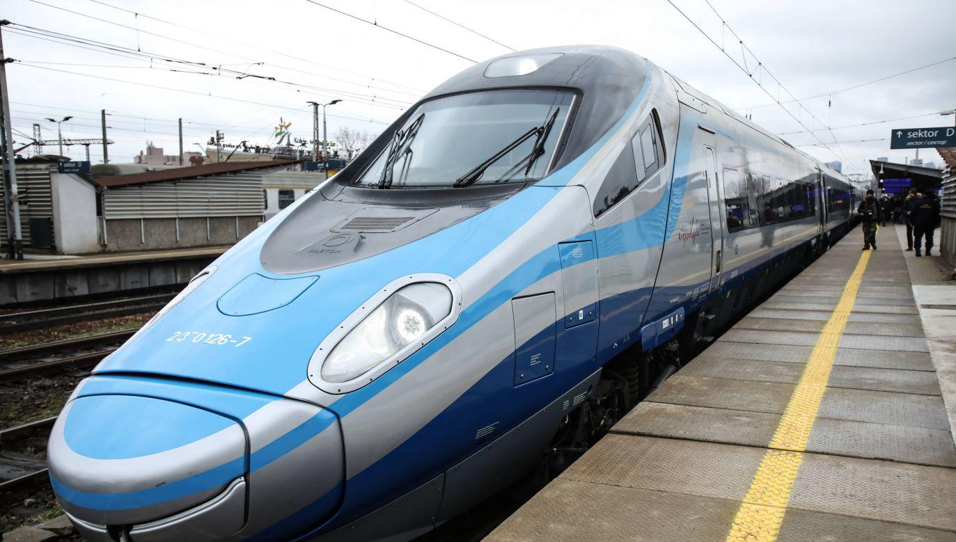 Mimo wcześniejszych zapowiedzi nie zwiększy się na razie prędkość pociągów Pendolino na trasie z Warszawy do Gdańska (PAP/Leszek Szymańsk)