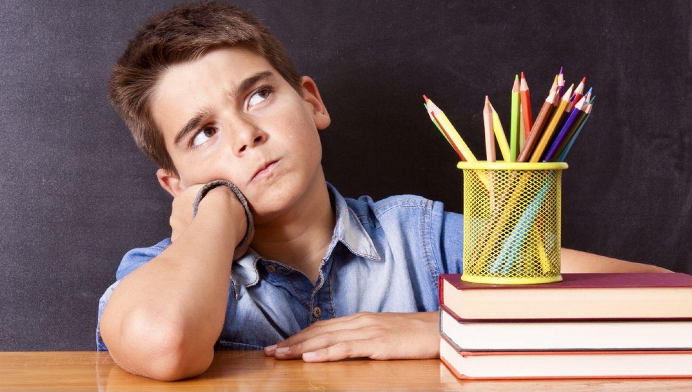 Na pewnym etapie rozwojowym dzieci identyfikują się z rodzicami (fot. Shutterstock/carballo)