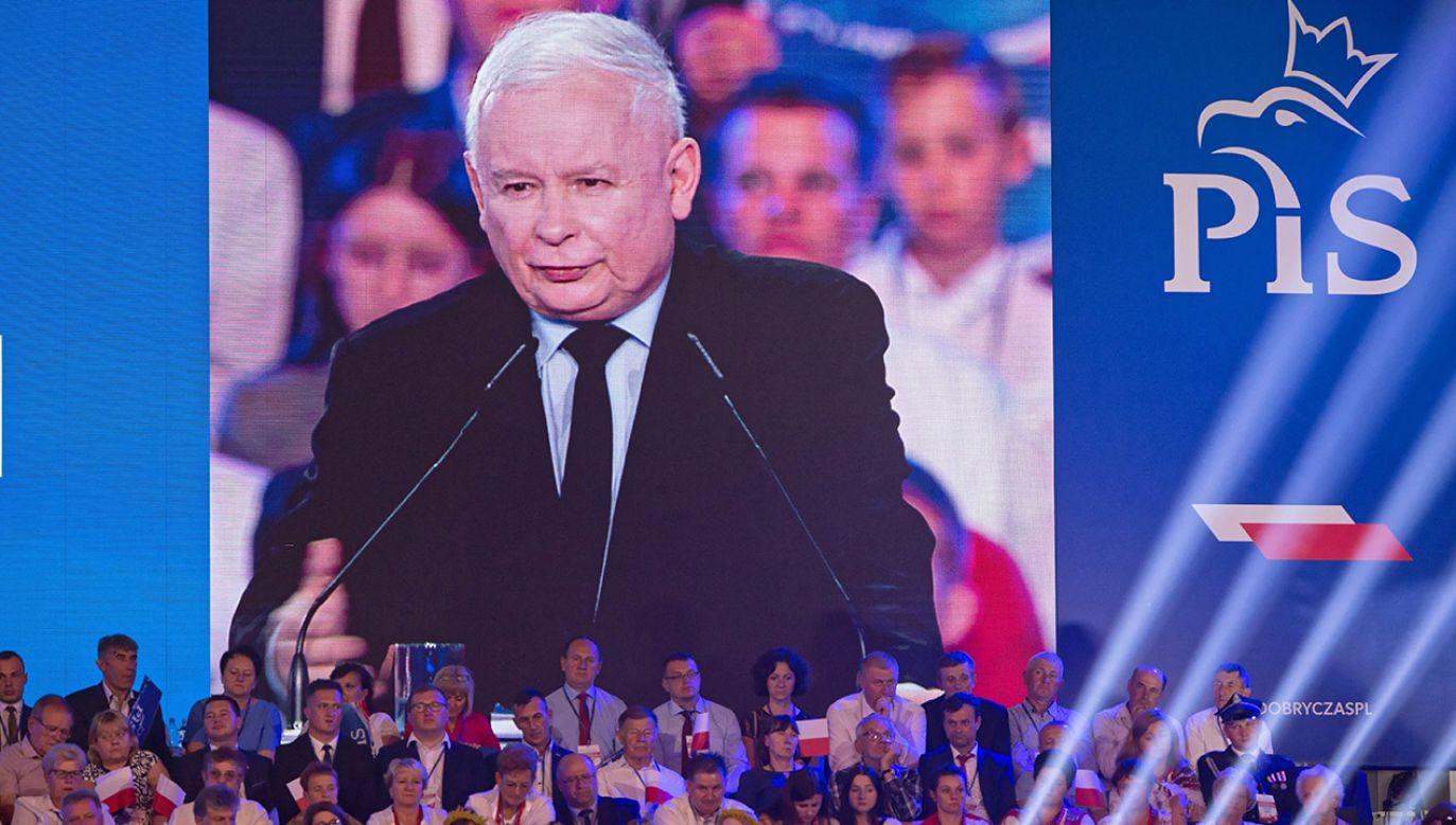 W spocie wyliczane są kolejno zapowiedzi prezesa PiS – tzw. hattrick Kaczyńskiego (fot. PAP/Wojtek Jargiło)