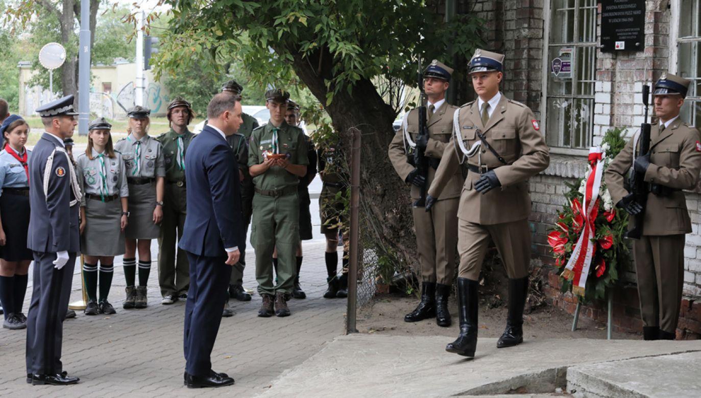 Prezydent złożył wieniec przed tablicą upamiętniającą Bezimiennych Żołnierzy Polskiego Państwa Podziemnego zamordowanych przez NKWD (fot. PAP/Paweł Supernak)