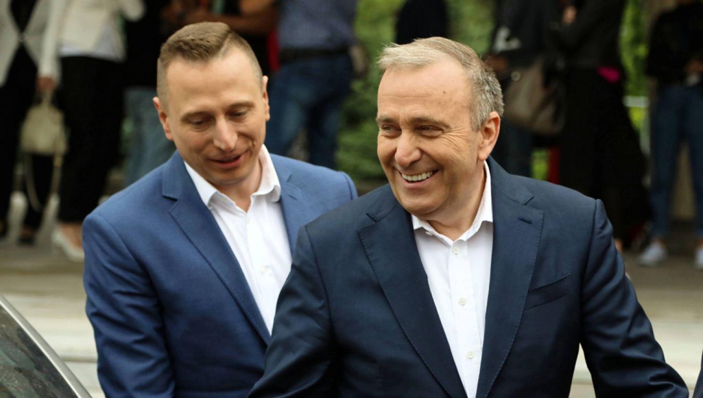 Szef sztabu wyborczego PO Krzystof Brejza (L) i przewodniczący partii Grzegorz Schetyna (P) (fot. PAP/Jakub Kamiński)