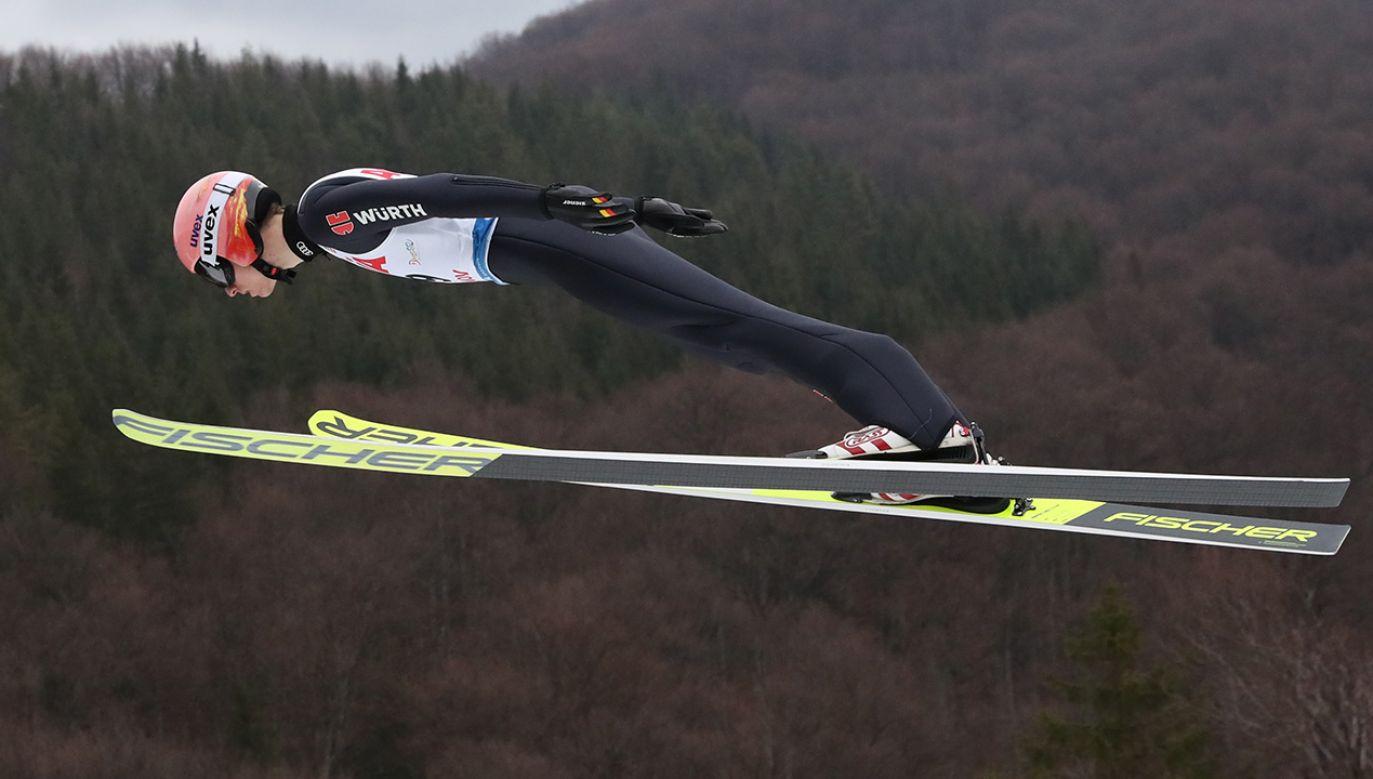 Karl Geiger jako jedyny skoczek dwukrotnie dofrunął do setnego metra (fot. PAP/Grzegorz Momot)