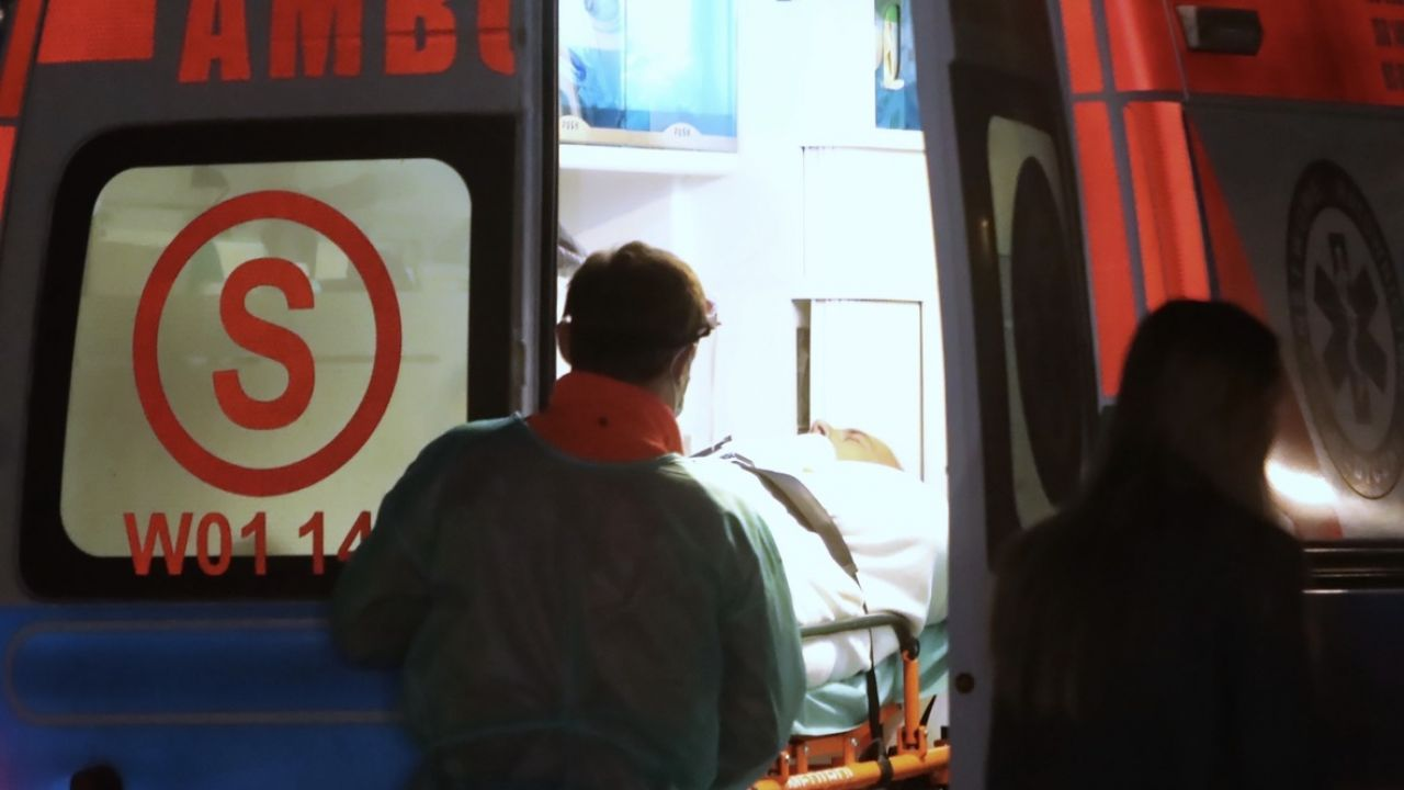 Roman Giertych trafił do szpitala, ponieważ stracił przytomność podczas przeszukania jego willi w podwarszawskim Józefowie przez agentów CBA (fot. PAP/Wojciech Olkuśnik)