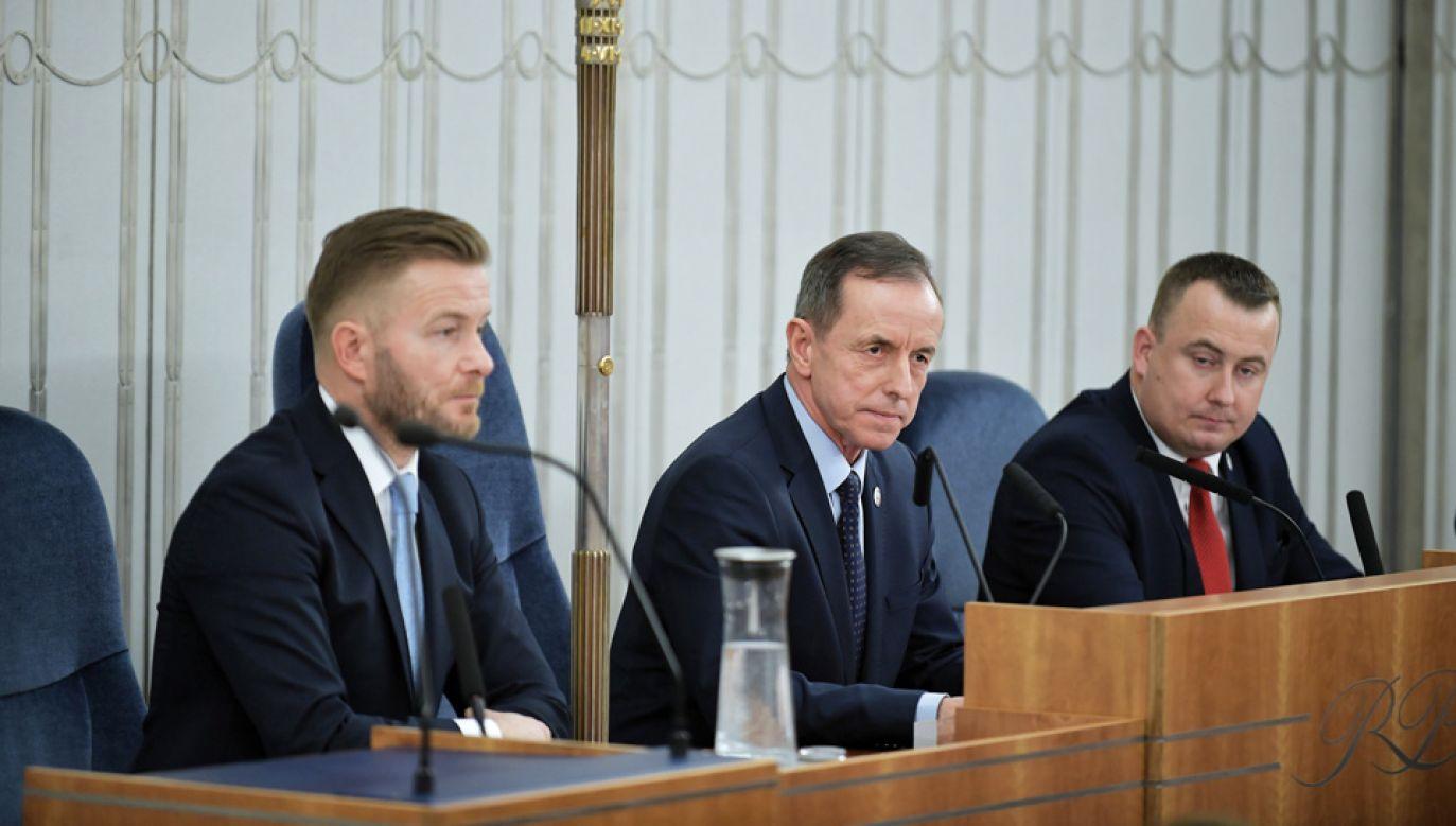 Senat wysłucha w czwartek informacji ministra zdrowia dot. sytuacji związanej z koronawirusem (fot. PAP/Marcin Obara)