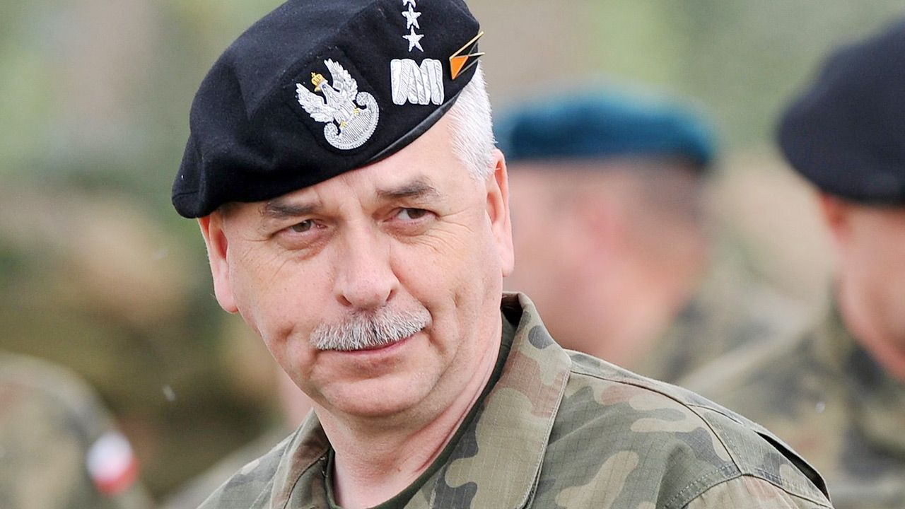 Generał broni Janusz Adamczak (fot. PAP/Marcin Bielecki)