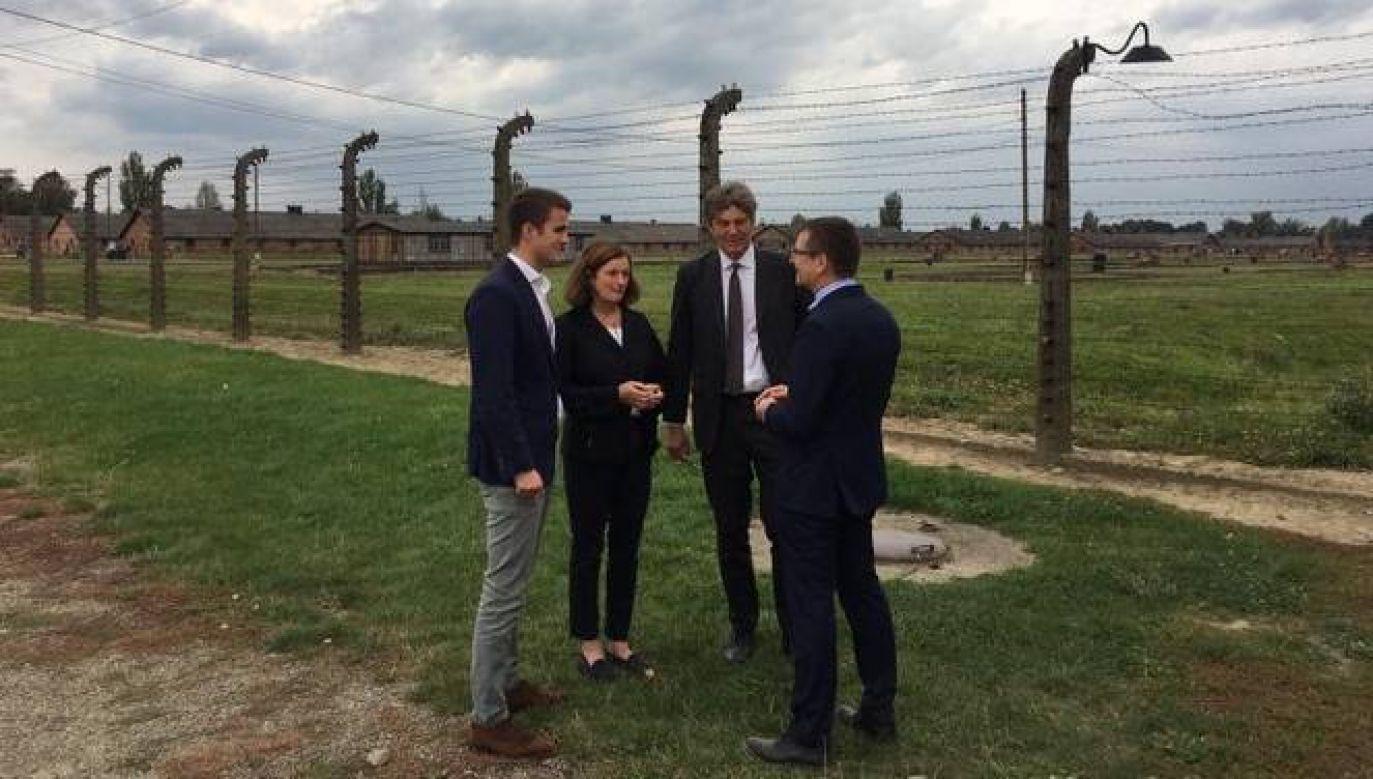 O wizycie w Auschwitz-Birkenau ambasador poinformował na Twitterze (fot. Twitte/Arndt Freytag von Loringhoven)
