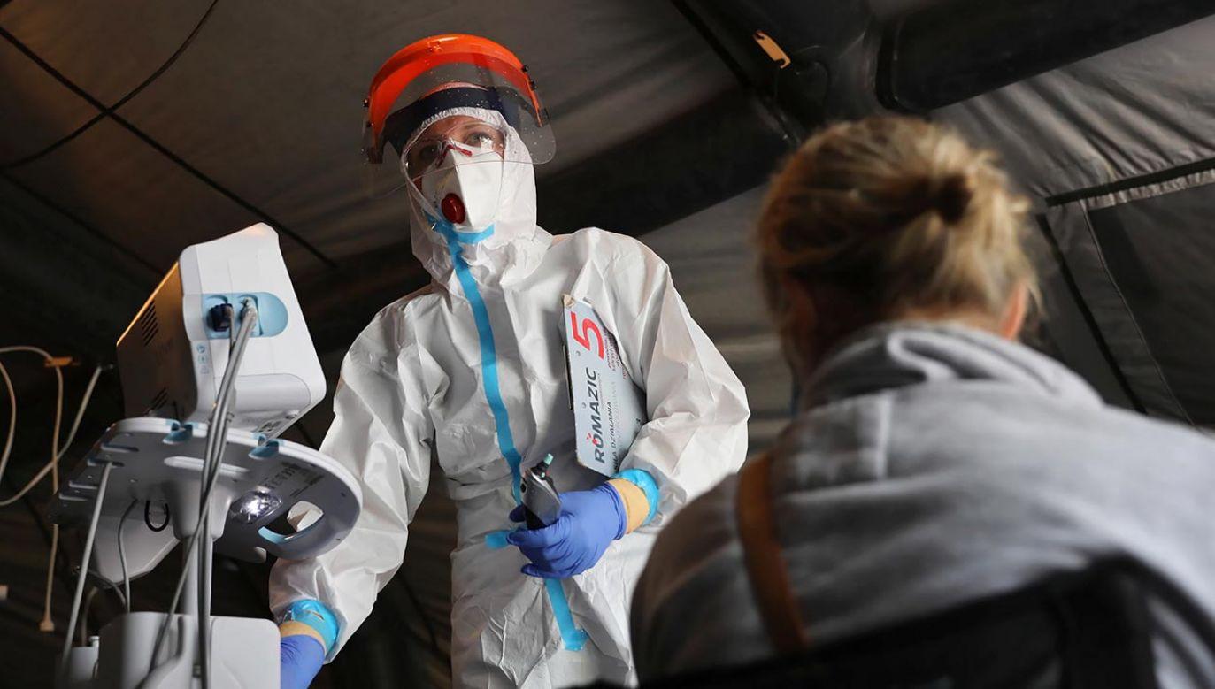 Rekord zakażeń koronawirusem w Polsce padł w sobotę, gdy odnotowano 658 nowych infekcji (fot. PAP/Leszek Szymański)