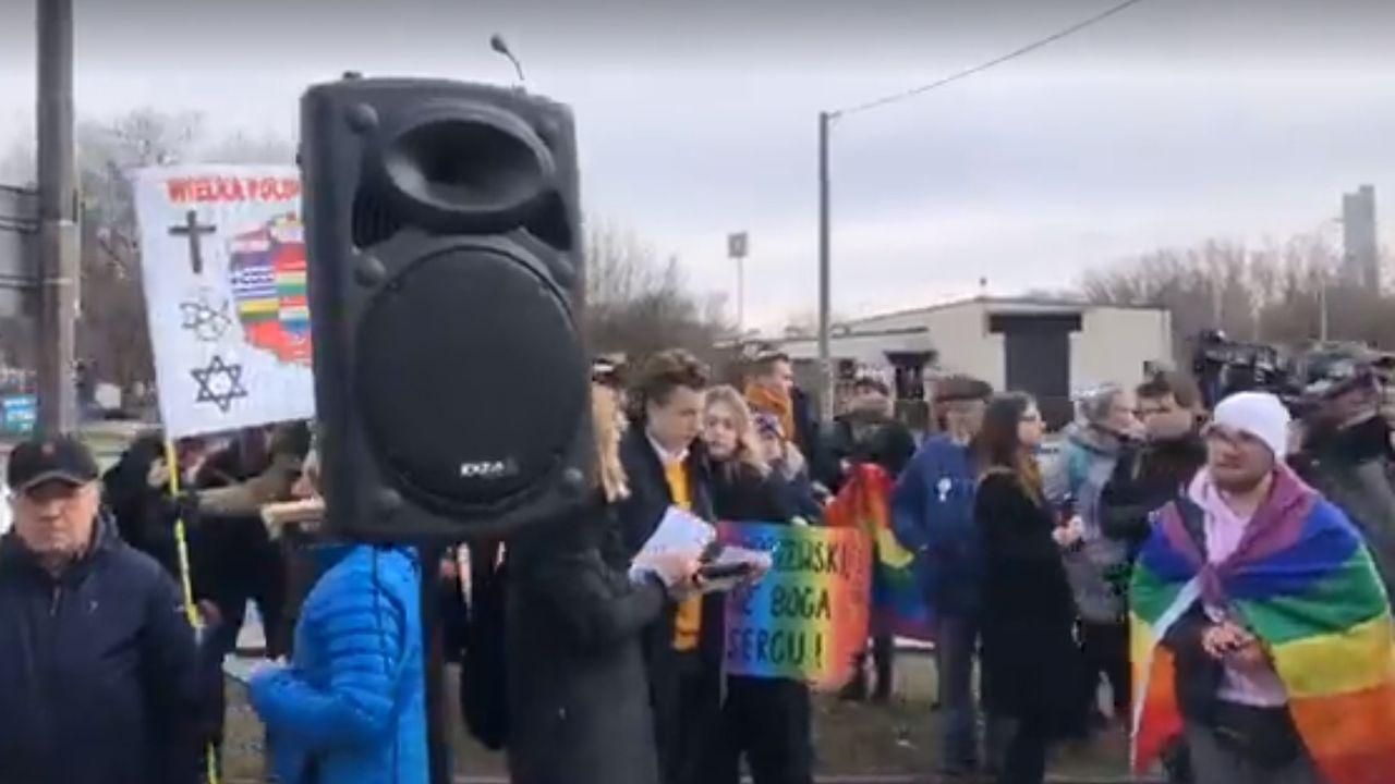 Atak na wiernych to kolejny akt agresywnej kampanii LGBT (fot. FB/VidKOD)