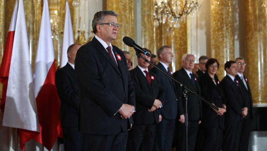 Z okazji święta Konstytucji 3 Maja prezydent Bronisław Komorowski wręczył ordery i odznaczenia państwowe(fot. PAP/Rafał Guz)