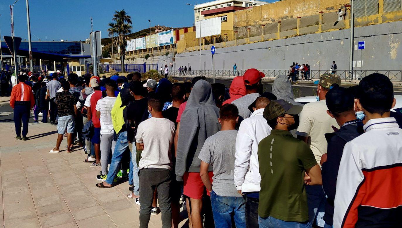 Dzieci marokańskich migrantów w Ceucie bez opieki (fot. PAP/EPA/Reduan)