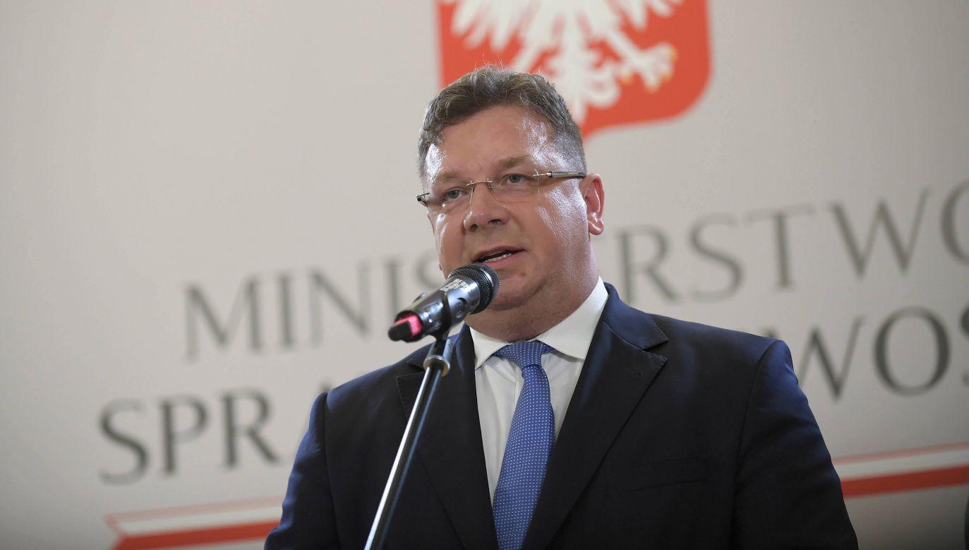 Koronawirus. Wiceminister sprawiedliwości Michał Wójcik komentuje zamieszanie w Sejmie (fot. PAP/Marcin Obara)