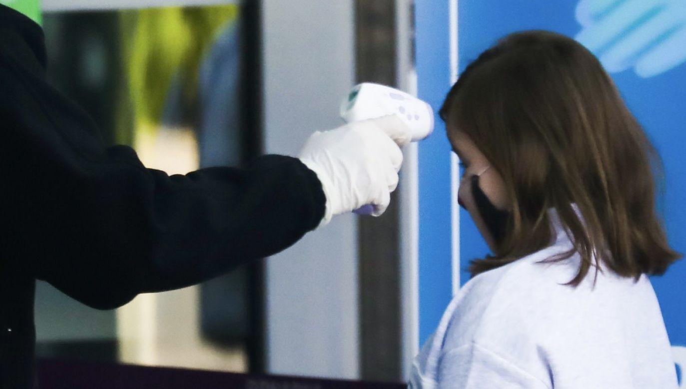 Osoby, które miały styczność z zakażonym dzieckiem zostaną objęte kwarantanną (fot. Beata Zawrzel/NurPhoto via Getty Images, zdjęcie ilustracyjne)