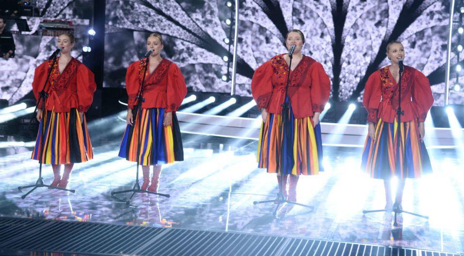 Ubiegłoroczny konkurs Premier wygrał zespół Tulia. Wokalistki wykonały na scenie swój zwycięski utwór (fot. J. Bogacz/TVP)