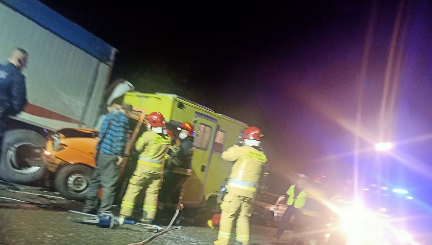 Dwie osoby zostały poszkodowane (fot. Będzin 112/Fasthol – pomoc drogowa)