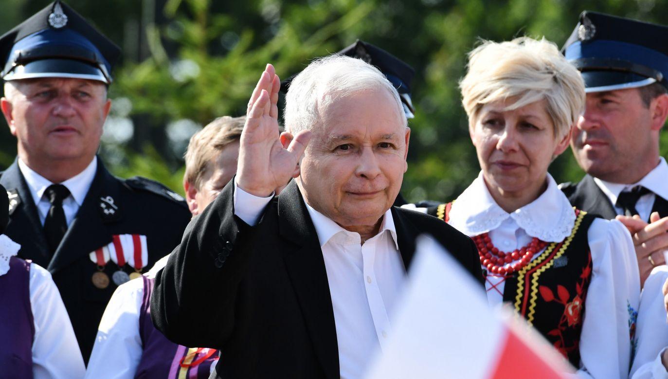 """Jarosław Kaczyński wziął udział w pikniku rodzinnym pod hasłem """"Dobry czas dla Polski"""" (PAP/Piotr Polak)"""