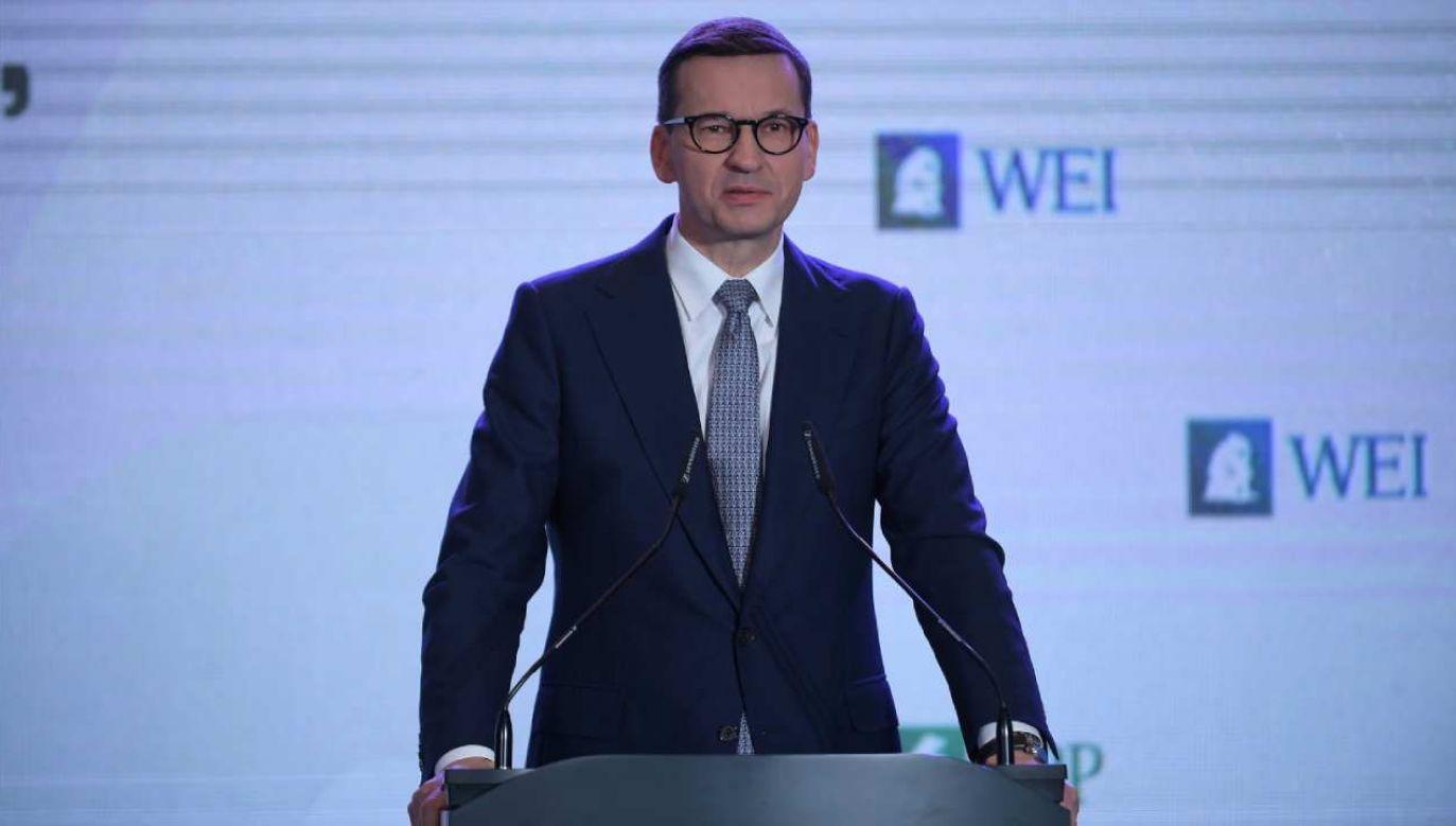 Premier Mateusz Morawiecki podczas konferencji prasowej (fot. PAP/Marcin Obara)