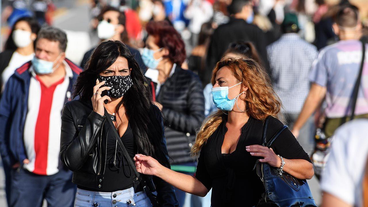 Według zaleceń Komitetu Techniczno-Naukowego, w ramach nowych zasad sanitarnych kwarantanna we Włoszech powinna zostać skrócona z 14 do 10 dni (fot. Salvatore Laporta/KONTROLAB/LightRocket via Getty Images)