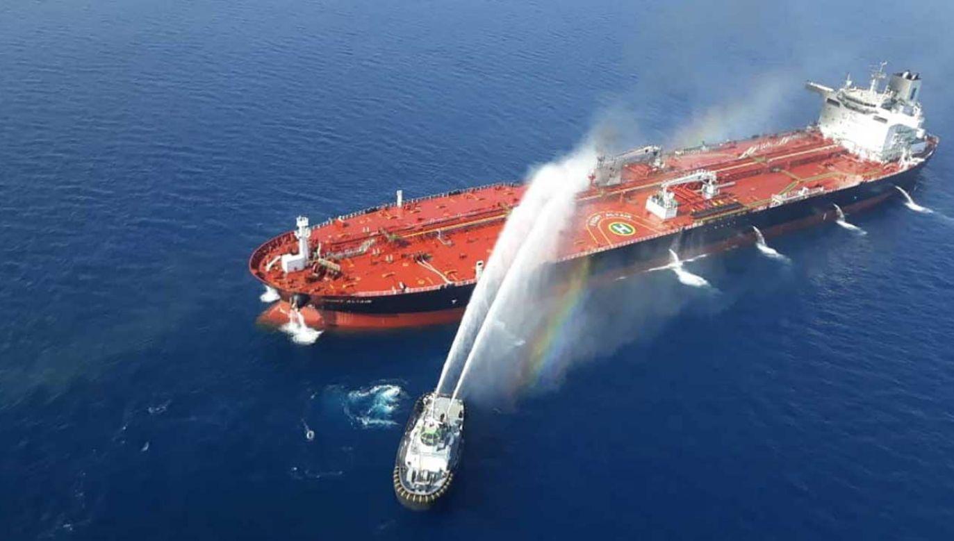 Pożar na tankowcu Front Altair w Zatoce Omańskiej starała się opanować łódź irańskiej Marynarki Wojennej  (fot. PAP/EPA)