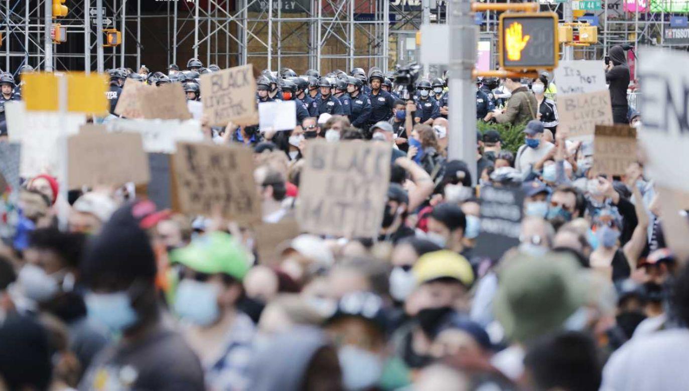 W mieście Nowy Jork wprowadzono godzinę policyjną (fot. PAP/EPA/JUSTIN LANE)