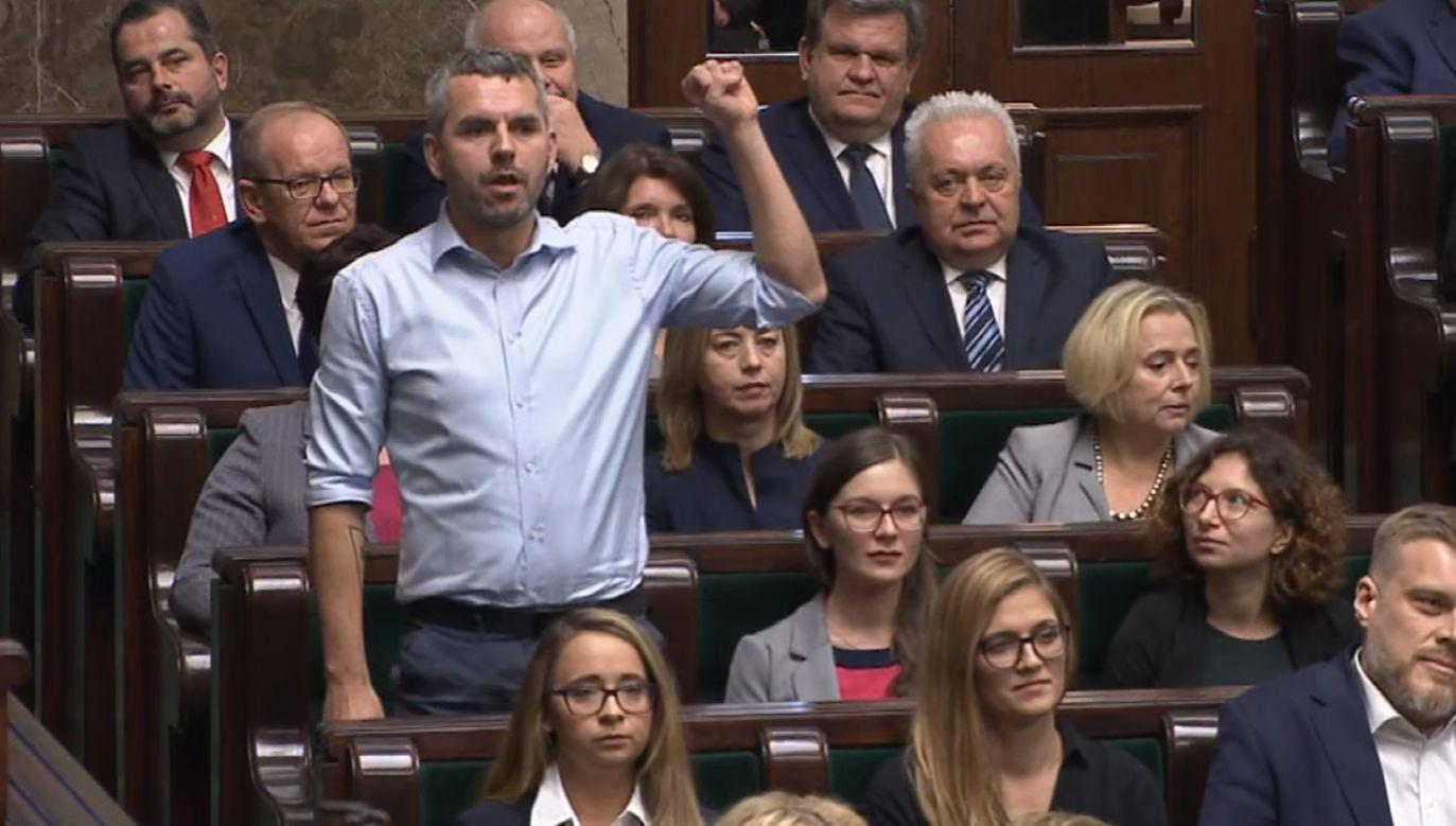 """""""Wie, jakie problemy dotykają Polaków i Polki poza granicami naszego kraju"""" (fot. Youtube/Sejm RP)"""