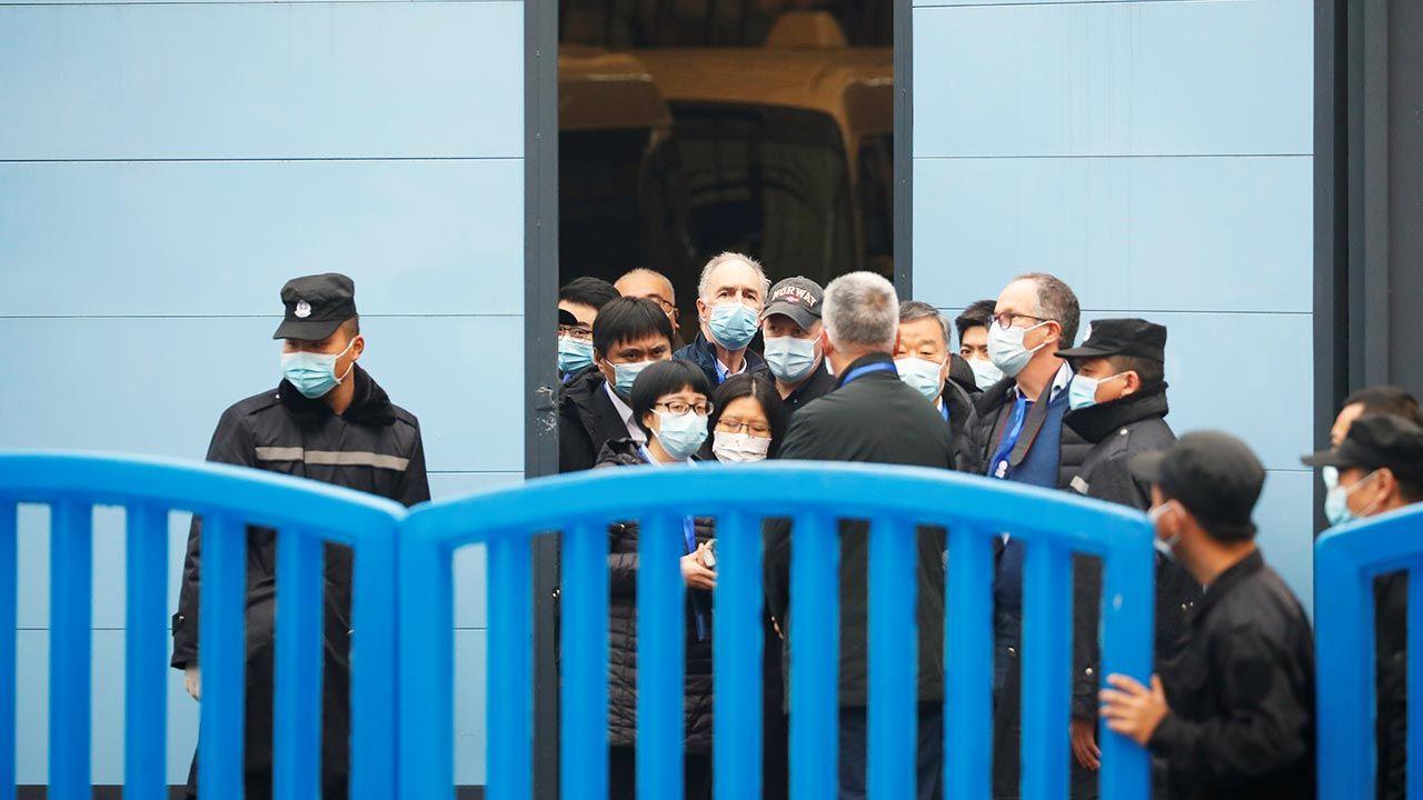 Delegacja WHO przez miesiąc przebywała w Wuhan (fot. REUTERS/Thomas Peter)
