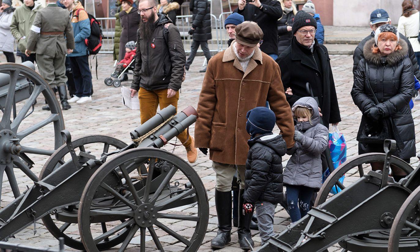 Obóz powstańczy na placu Wolności w Poznaniu, zorganizowany w ramach obchodów 100. rocznicy wybuchu powstania wielkopolskiego (fot. PAP/Jakub Kaczmarczyk)