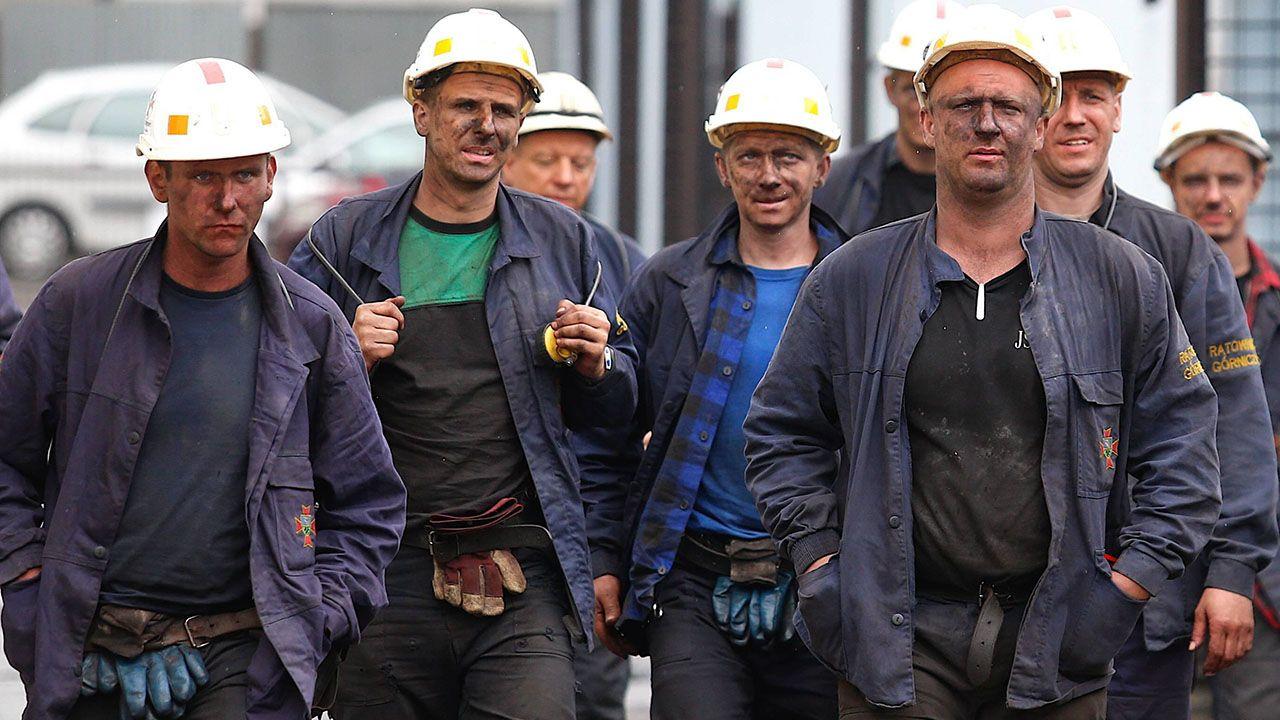 Morawiecki podkreślił poświęcenie, z jakim łączy się górnicza praca (fot. PAP/Andrzej Grygiel)