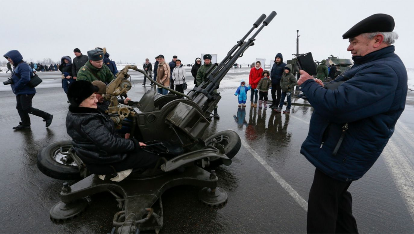 Rosja nielegalnie okupuje Donbas (fot. PAP/EPA/DAVE MUSTAINE)