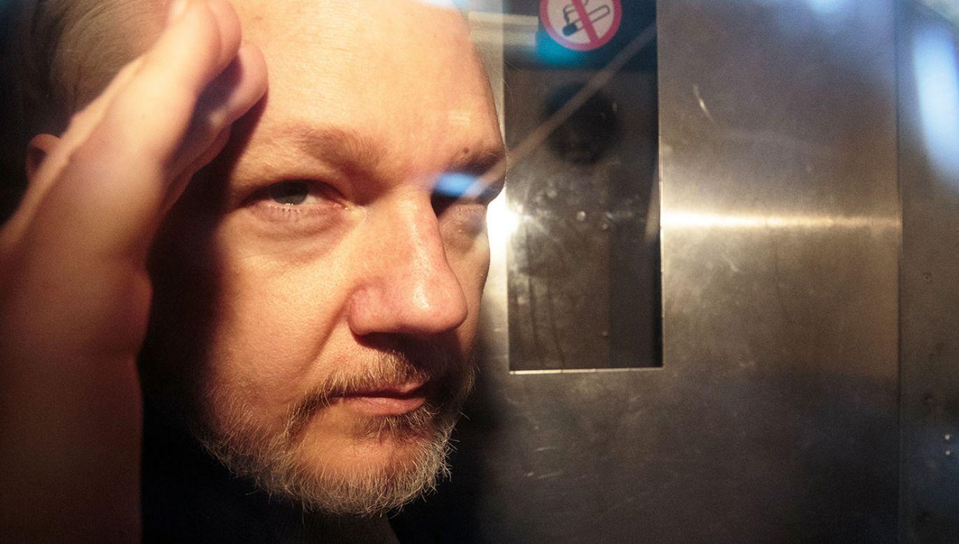 Za uchylanie się od stawienia przed sądem Assange został skazany na 50 tygodni więzienia (fot.  Jack Taylor/Getty Images)