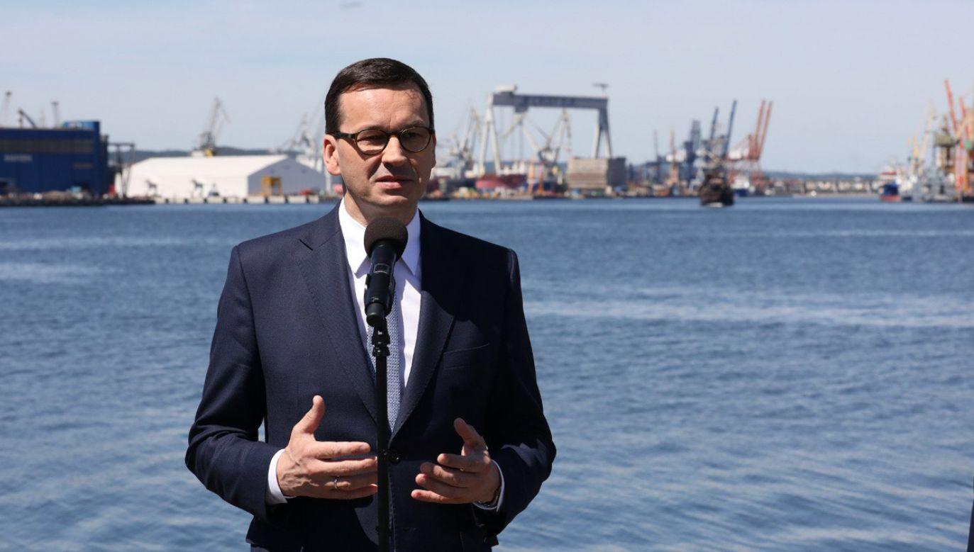 Premier Mateusz Morawiecki podczas podpisania umów na poprawę kolejowego dostępu do portów w Gdańsku i Gdyni (fot. TT/KPRM)