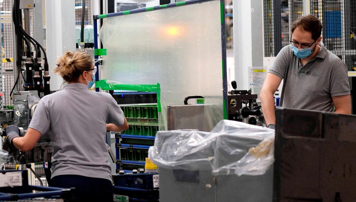 Państwowa Inspekcja Pracy zwiększyła częstość kontroli w zakładach pracy (fot. PAP/Andrzej Grygiel)