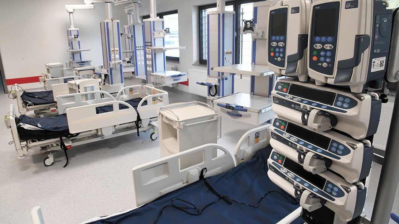 Szpital Uniwersytecki jest największą lecznicą w Polsce. Pracuje w nim 4,5 tys. osób (fot. PAP/Jacek Bednarczyk)