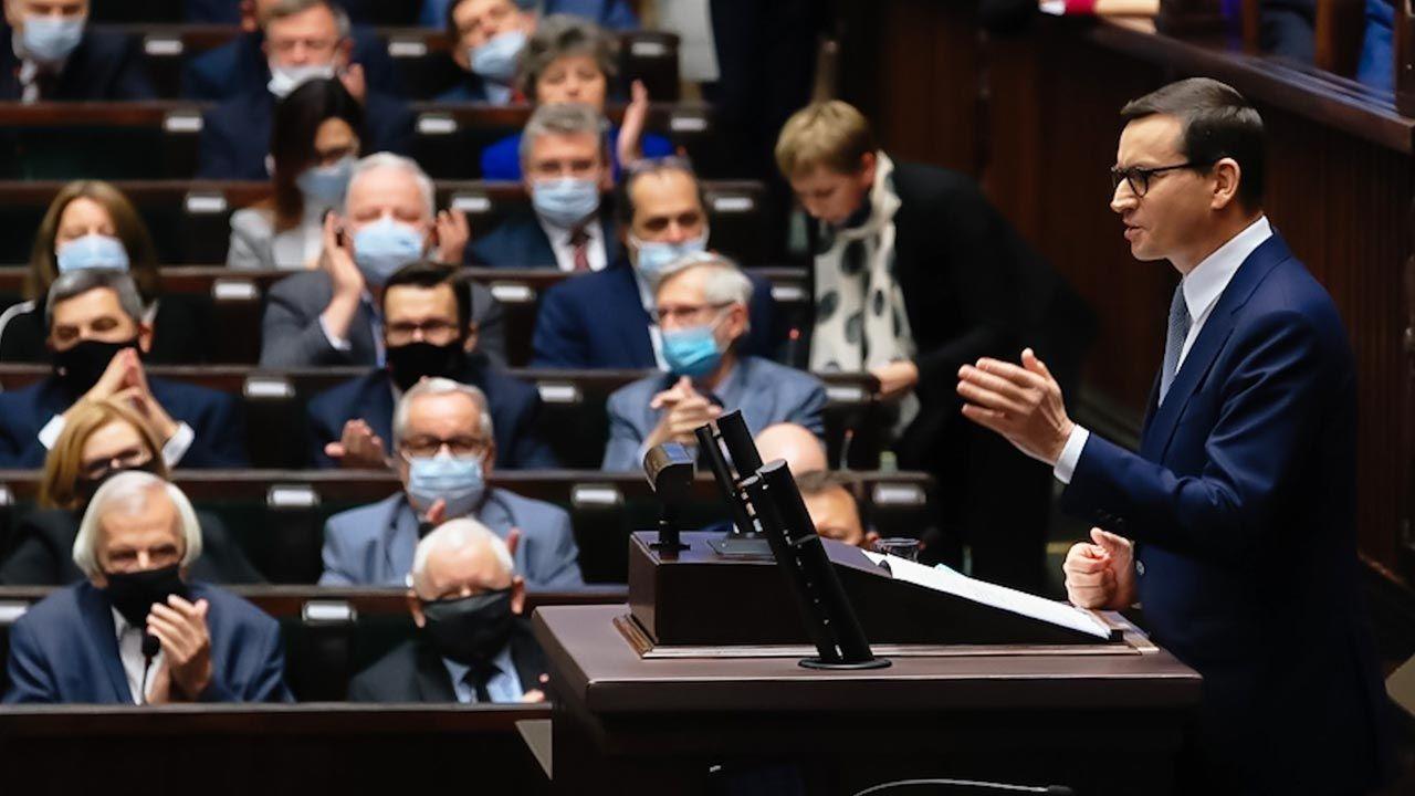 Wystąpienie premiera w Sejmie (fot. Twitter/KPRM)