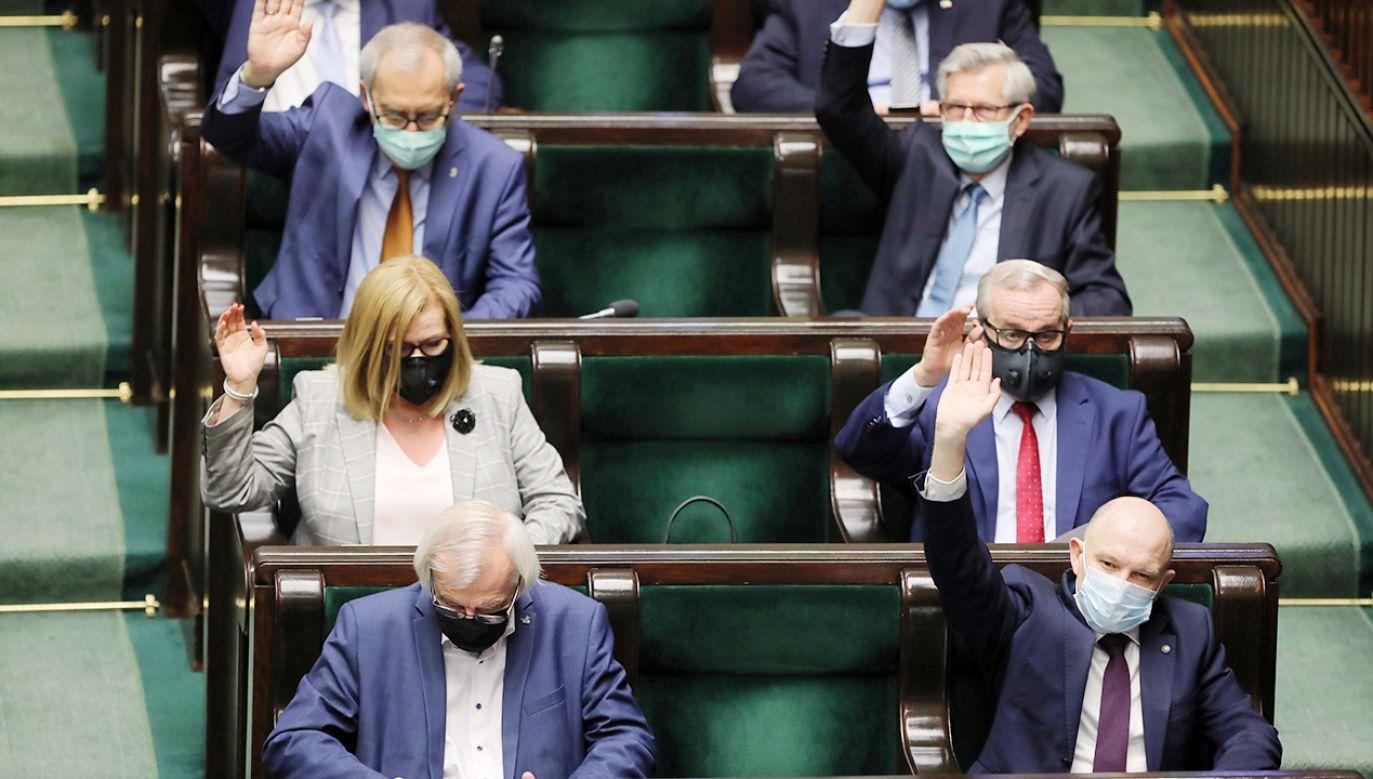 PiS przegrał głosowanie (fot. PAP/Wojciech Olkuśnik)