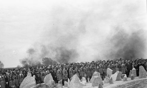 Odsłonięcie pomnika-mauzoleum nastąpiło 10 maja 1964 roku. W uroczystości wzięło udział 30 tys. osób z Polski i zagranicy. Na zdjęciu fragment uroczystości.  Fot. PAP/CAF/Brym