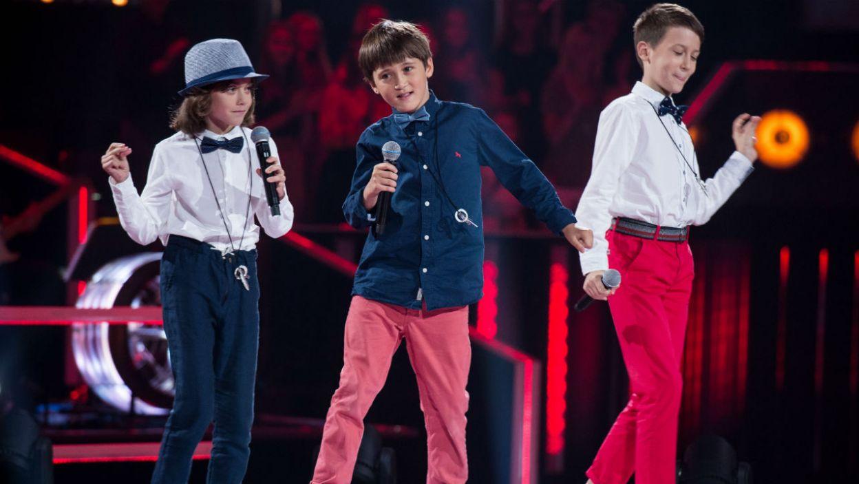 """Grześ, Olivier, Paweł - to trio zaśpiewało utwór """"Jak nie my to kto"""" (fot. J. Bogacz/TVP)"""