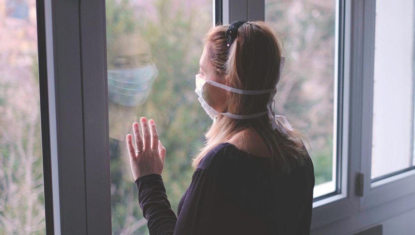Decyzja dotyczy wpółdomowników osoby zakażonej (fot. Shutterstock/Luca Lorenzelli)