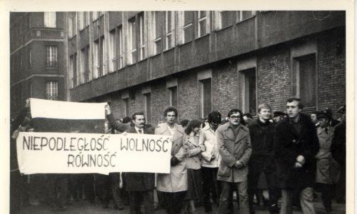 Demonstrację zorganizował Ruch Młodej Polski. Fot. IPN