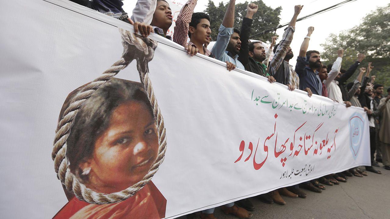 Radykalni islamiści domagali się zmiany wyroku i wykonania kary śmierci na chrześcijance (fot. arch. PAP/EPA/RAHAT DAR)