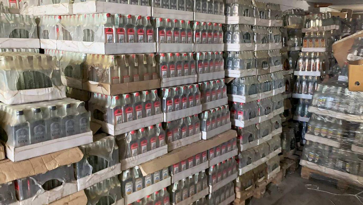 Utylizacja skonfiskowanego alkoholu odbyła się w mieście Winniki (fot. Facebook/minjust.official)