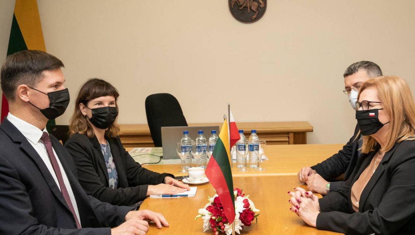 Małgorzata Gosiewska spotkała się z wiceprzewodniczącym Seimasu Pauliusem Saudargasem (fot. Twitter/@KancelariaSejmu)