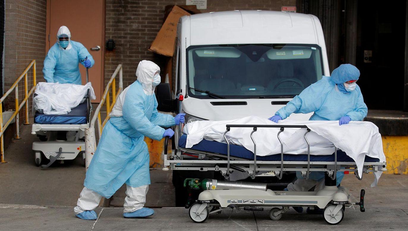 W całych stanach Zjednoczonych liczba ofiar śmiertelnych koronawirusa zbliża się do 12 tys. (fot. REUTERS/Brendan Mcdermid)