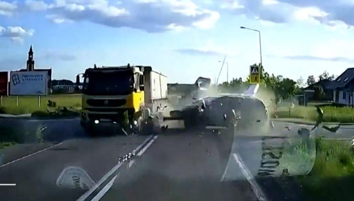 Moment wypadku zarejestrowała kamera samochodowa (fot. KPP Przeworsk)