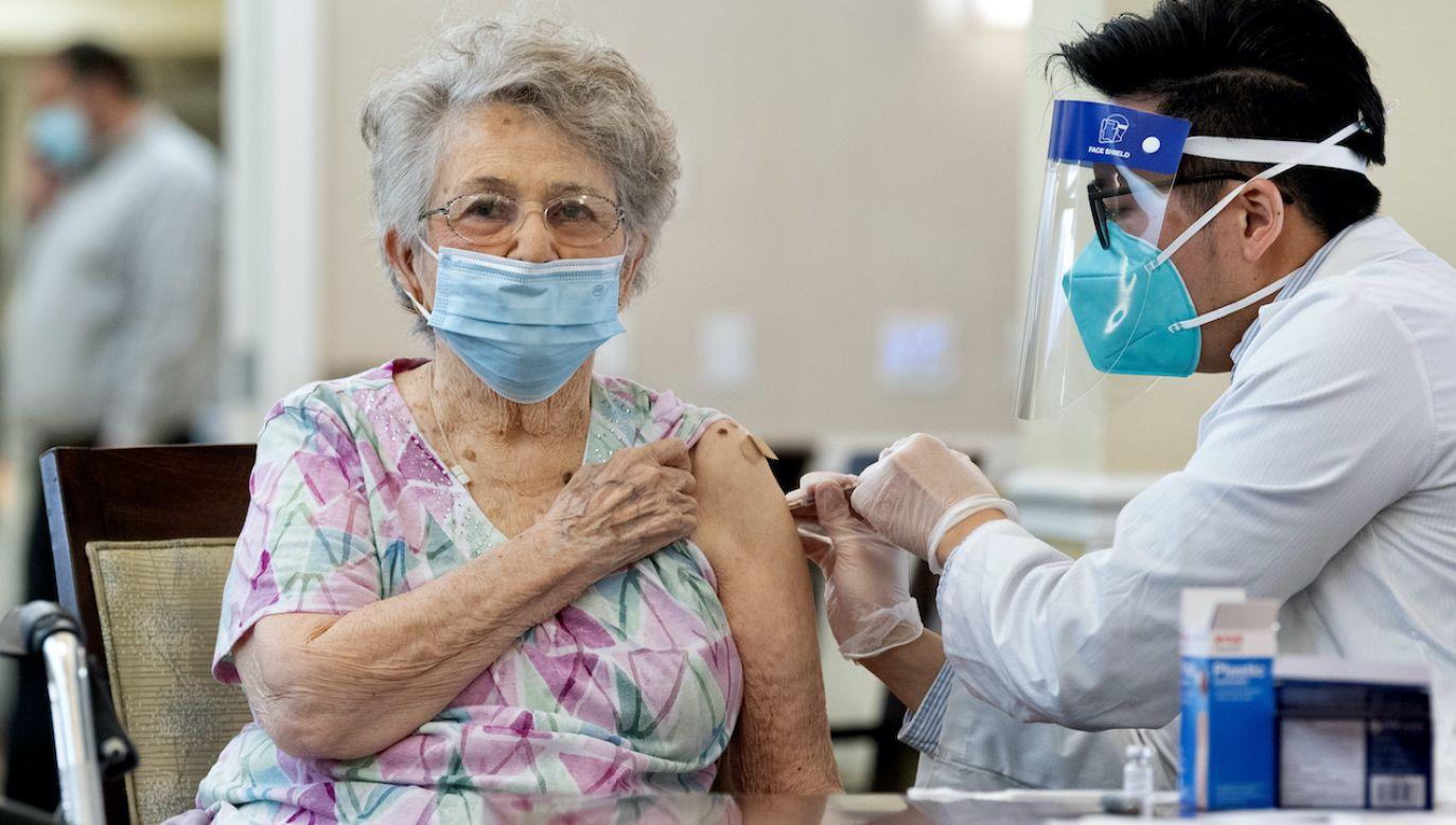 FDA jest za trzecią dawką dla seniorów (fot. P.Bersebach/MediaNews Group/Orange County Register/Getty Images)