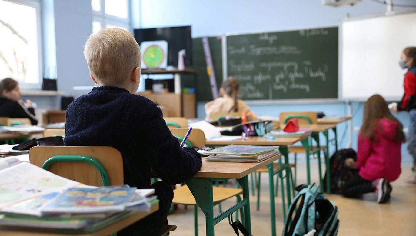 Wytyczne to zbiór zaleceń i rekomendacji dla szkół (fot.  PAP/Leszek Szymański)